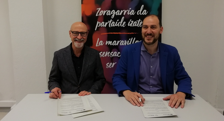 Pablo González, presidente de Sareen Sarea y Alberto Minguez, director de la oficina de Bilbao de Fiare Banca Etica