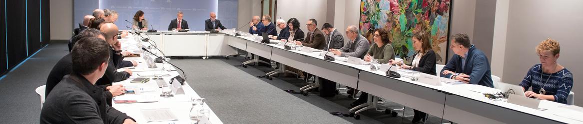Imagen de una mesa de diálogo civil